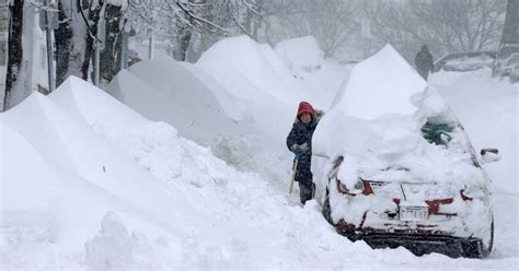 "Images: ""Nemo"" Blizzard hammers East Coast"