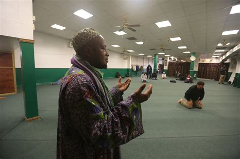 In a Changing Harlem, a Mosque Struggles to Pay Rent