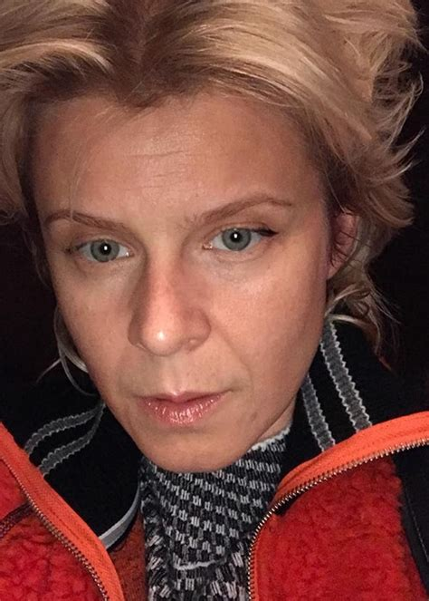 Robyn Height, Weight, Age, Body Statistics - Healthy Celeb