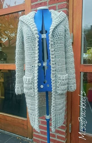 Ravelry: MissBackxels Simple Cardigan pattern by