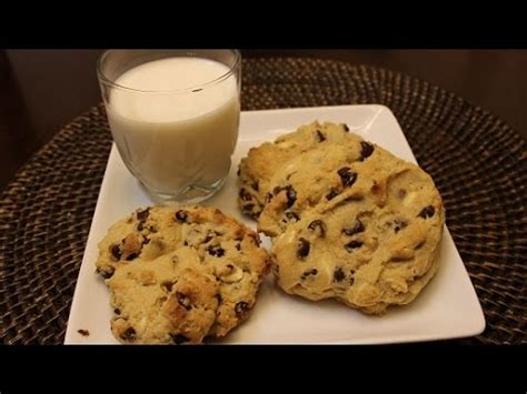 How to Make THE BEST Chocolate Chip Cookies - YouTube