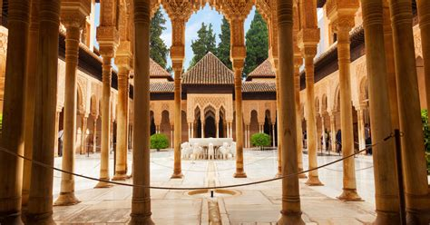 Alhambra, Generalife & Nasrid Palaces: Tour with Fast
